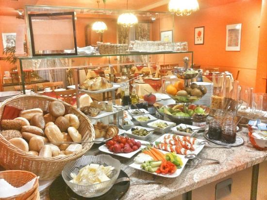 Hotel Deutscher Kaiser im Centrum: Unser frisches und vielseitiges Frühstücksbuffet