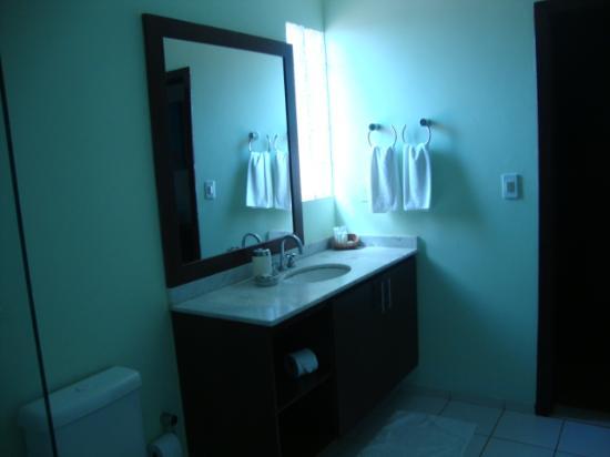 Pousada Dos Girassois: Banheiro do andar superior