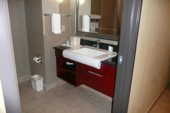 Comfort Inn & Suites: Sink and vanity in three-piece bath
