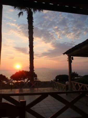 Fournia Village: tramonto dal ristorante del campeggio
