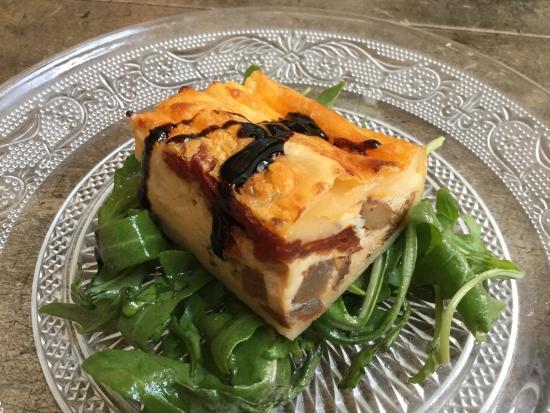 Hugo Wine & Dine : Lunch special appetizer - Mediterranean quiche