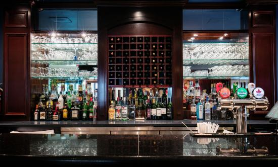 BEST WESTERN Ville-Marie Hotel & Suites: Hotel Bar