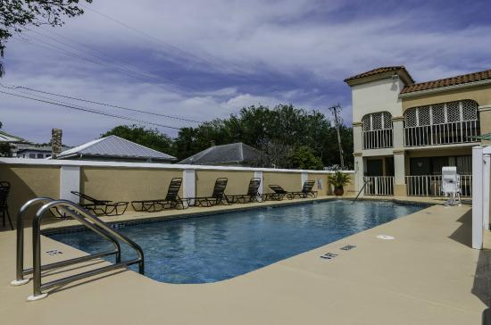 Best Western Spanish Quarters Inn: Sparkling Pool