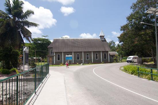 Praslin, Seychellen: Вид церкви с севера