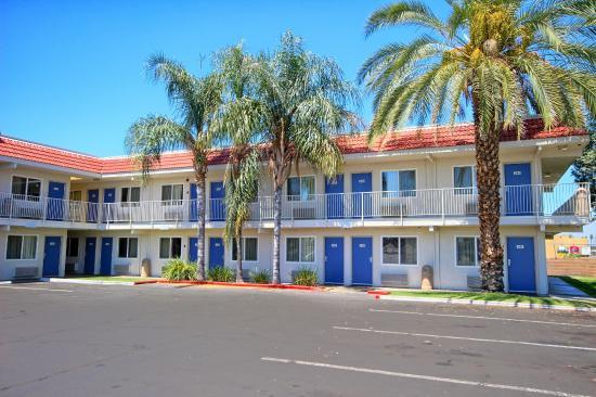Motel 6 fresno blackstone south californie voir les for Trouver un motel