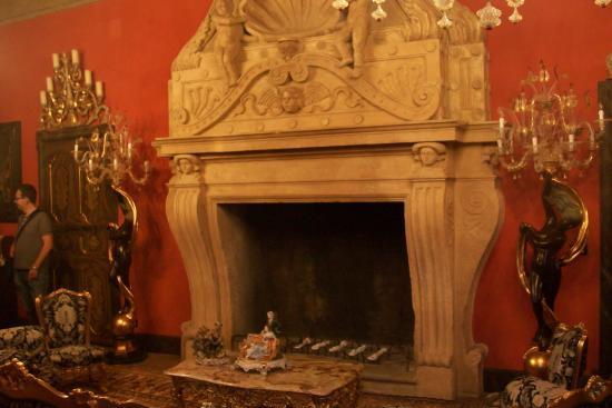 Sala con camino foto di castello di vigoleno vernasca for Sala con camino