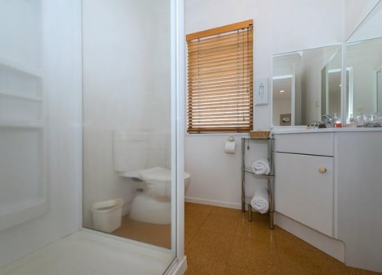 East West Studio Apartments: Ensuite Studio