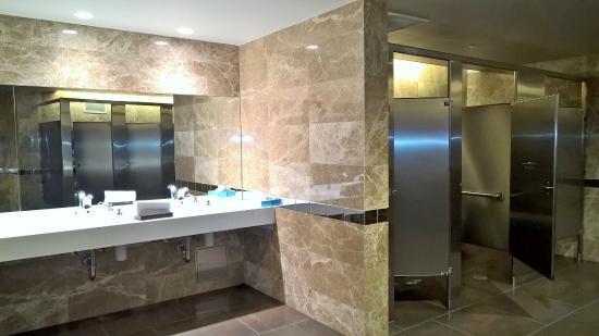 Yankee Stadium: Delta 360 Suites   Great Bathrooms!