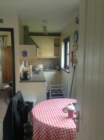 Kenegie Manor Holiday Park: kitchen