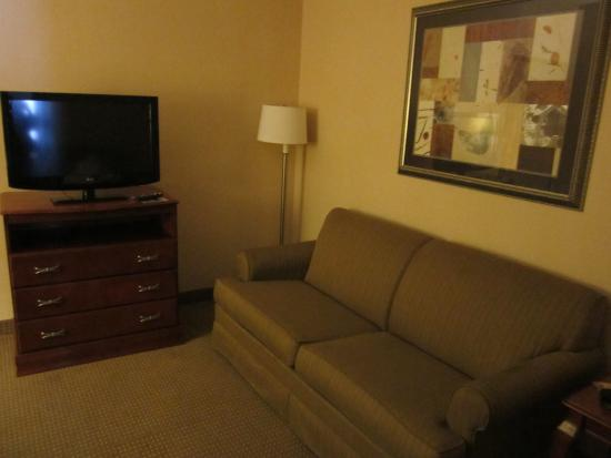 Country Inn & Suites By Carlson, Harrisonburg: living room area of 1 bedroom suite