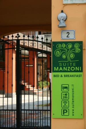 B&B Suite Manzoni: L'ingresso del B&B, un cortile in stile lombardo