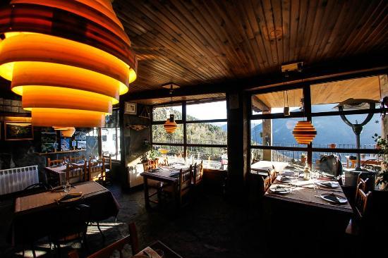Balcon del Pirineo: Interior restaurante balcón del Pirineo