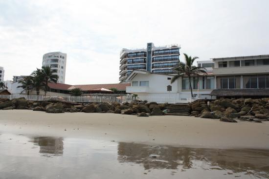La Piedra Hotel: vista hotel desde la playa