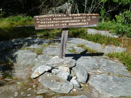 Rhododendron State Park : trail marker