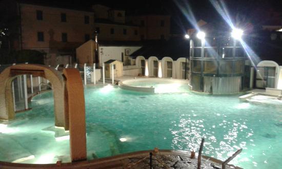 piscina notturna - Foto di Terme di Casciana, Casciana Terme ...