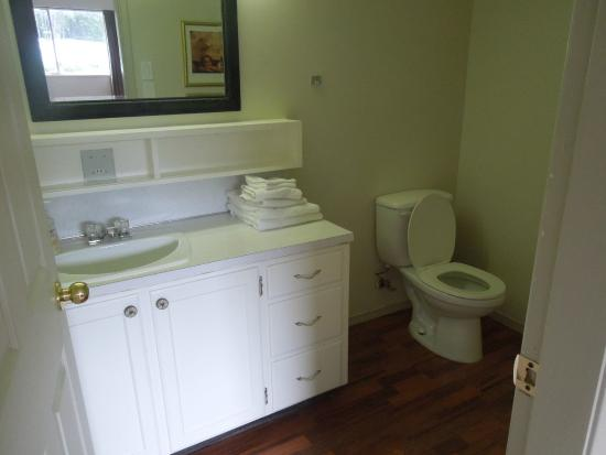 North Coast Trail Backpacker's Hostel: Our private bathroom in room #6