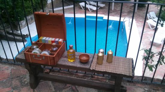 Molino La Farraga: masajes junto a la piscina