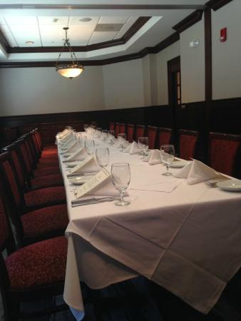 Interior - Ruth's Chris Steak House: .