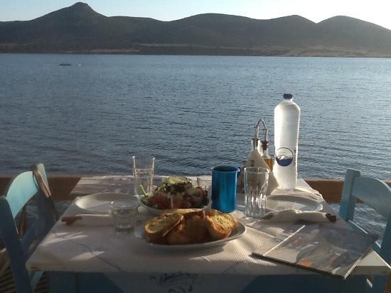 Agios Georgios, Grekland: Facing Despotiko island