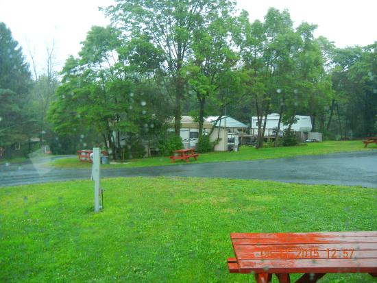 Sunny Rest Lodge: Walking the Campground