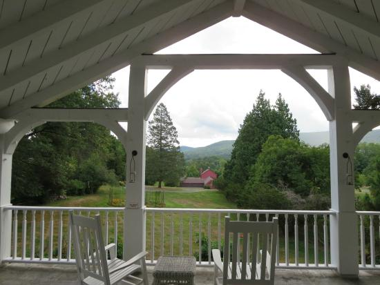 The Storm King Lodge: Beautiful views from the veranda