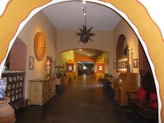 La Posada Hotel: Hallway featuring Colter's archways