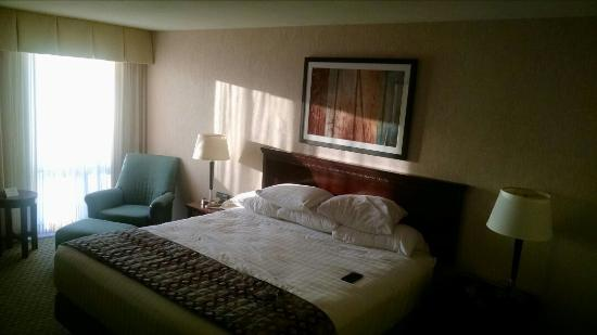 Drury Inn & Suites Kansas City Stadium: Immaculate room!