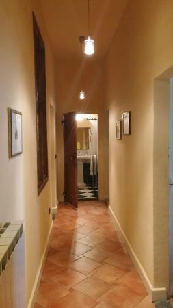Palazzo Alfani al David: The corridor inside Flat 1B