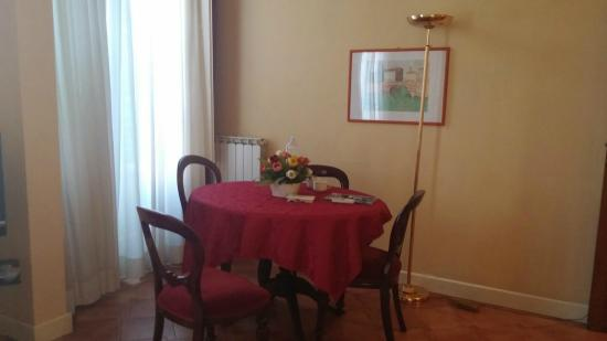 Palazzo Alfani al David: Dining area of the living room in Flat 1B