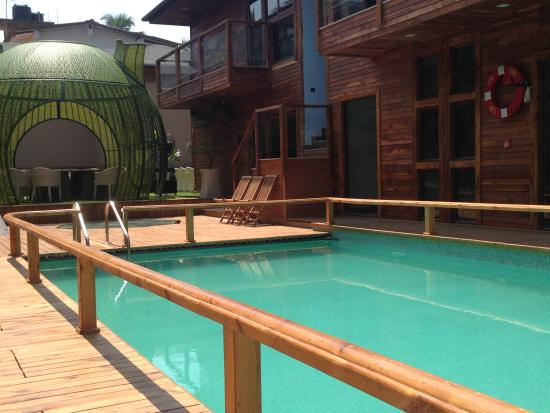The Baga Beach Resort: poolside
