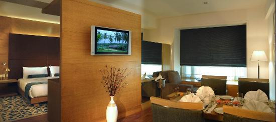 Radisson Mumbai Goregaon: Suite Room