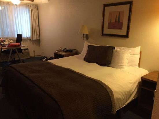 Resort City Inn: Kind bed
