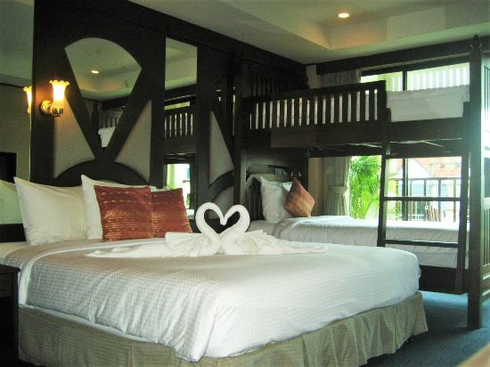 Kelly's Residency : Deluxe Family Room, good for families with 2 children, GREAT SAVER