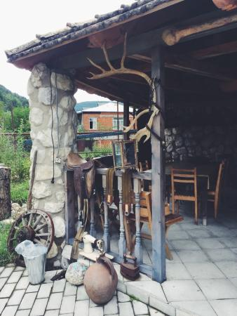 Cozy terrace including a lovely garden area furnished with georgian traditional decorations. The