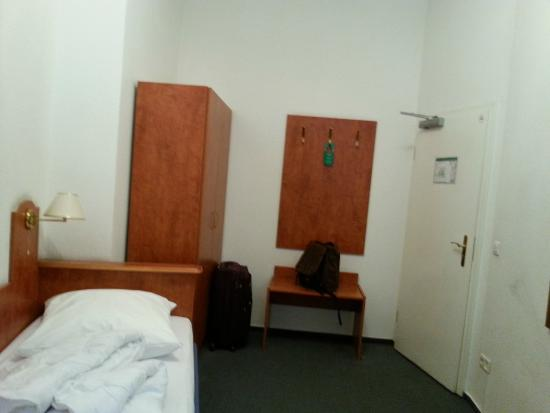 Hotel Zeil: the single room is big and clean