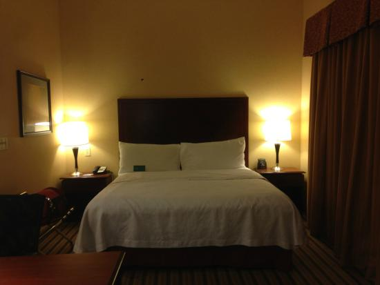 Homewood Suites Cleveland-Beachwood: Comfy bed.