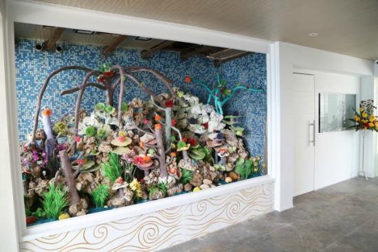 Reefs Restro Lounge