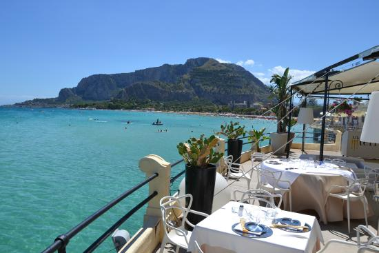 https://media-cdn.tripadvisor.com/media/photo-s/08/be/a4/33/la-terrazza-sul-mare.jpg