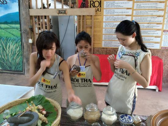Roi Thai Cooking School: Happy. Time
