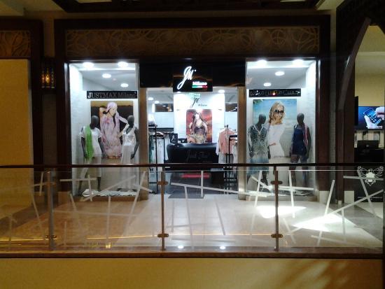 Al Hamra Mall Food Court