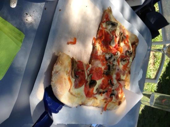 T'Alonaki: Nansy's pizza