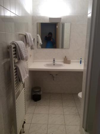 La Legende Hotel: Bathroom