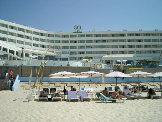 On Hotels Oceanfront Tumbonas Del Hotel En La Playa