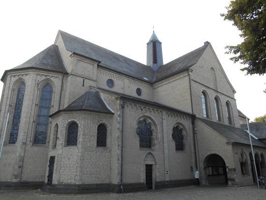 Basilika St. Suitbertus: Basílica por fora