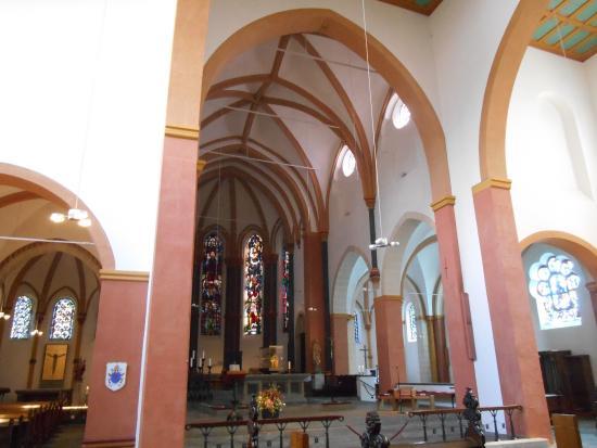 Basilika St. Suitbertus: Interior da Basílica