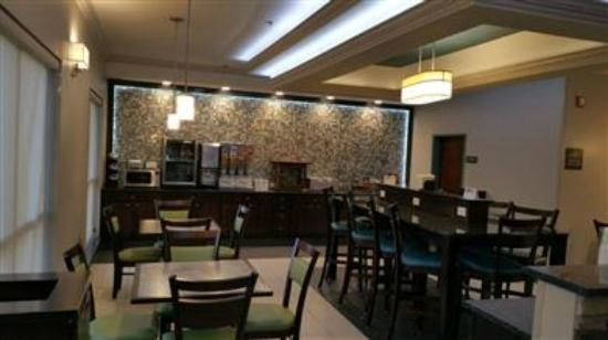 BEST WESTERN Inn & Suites: Enjoy the most important meal of the day in our breakfast area and enjoy our complimentary newsp