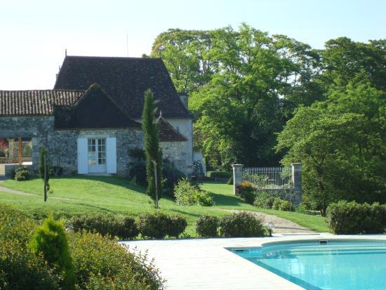 Saint-Nexans, Francja: La Chartreuse vue de la piscine