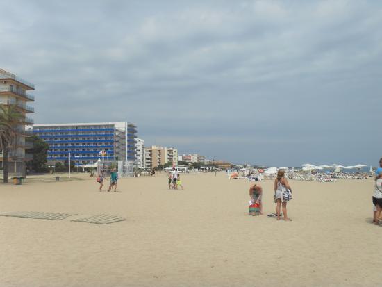 Hotel Serhs Sant Jordi: пляж