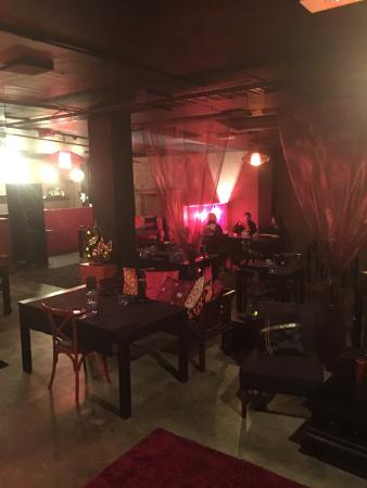 Red Opium: Very cool decor