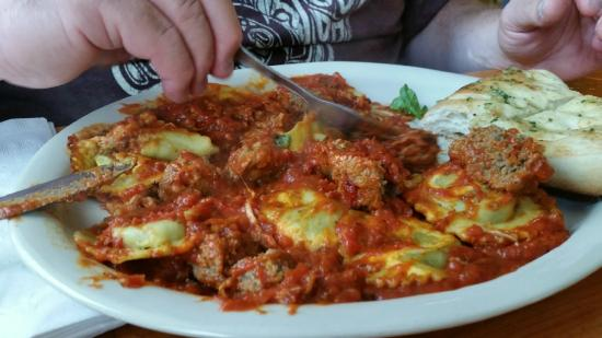 Northridge Inn: Spinich raviolis and meatballs